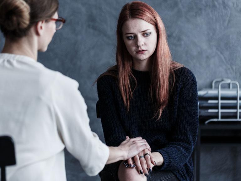 Rudowłosa kobieta upsychologa